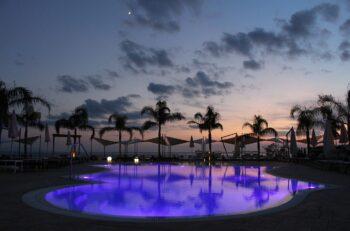 iluminar sua piscina